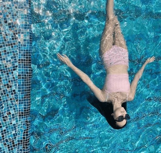 소시출신 제시카 수영장에서 혼자 수영중